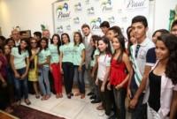 Intercambistas do Aprender é uma Viagem estão em Recife para retirada do visto