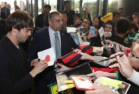 """Kaká se apresenta à Seleção com gritaria de fãs: """"Eu não esperava"""""""