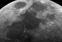 Luz verde aparece na Lua e deixa astrônomos intrigados