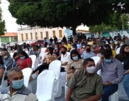 Multidão assiste posse do prefeito de Uruçuí