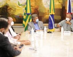Prefeitura de Teresina recebe duas Unidades Móveis de Saúde e EPIs doadas pela Fiepi
