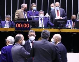 Câmara aprova projeto sobre tarifas para micro e minigeradores de energia