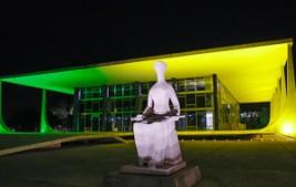 STF ganha iluminação especial na Semana da Pátria