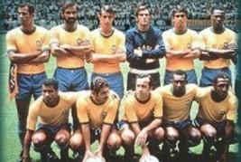 Jogadores das seleções de 1958, 1962 e 1970 recebem prêmio