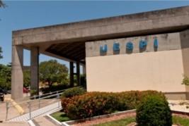 Uespi lança edital para contratar 156 professores