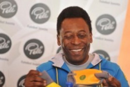 Pelé recebe alta após 15 dias internado