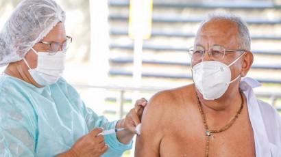 Prefeito doutor Pessoa recebe segunda dose da vacina contra o coronavírus