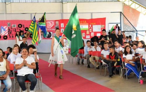 Escola Municipal José Francisco Dutra realiza projeto integrador pela paz