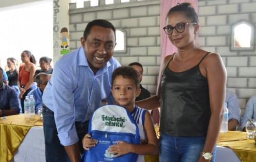Prefeito Joel inaugura climatização da Escola Municipal Iracema Miranda