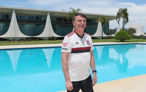 Bolsonaro sanciona lei de ajuda ao esporte