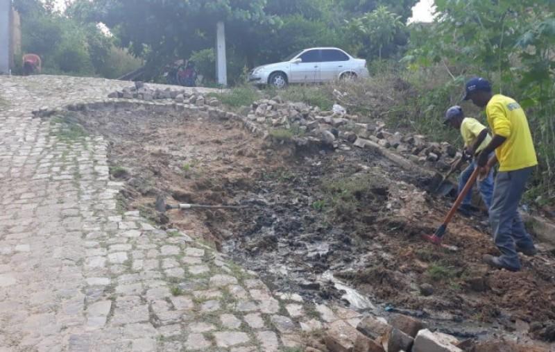 Floriano: Infraestrutura realiza recuperação de pavimentação no bairro Tiberão
