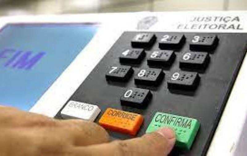 Lira recebe relatório do Código de Processo Eleitoral e defende alteração nas regras já para eleições de 2022